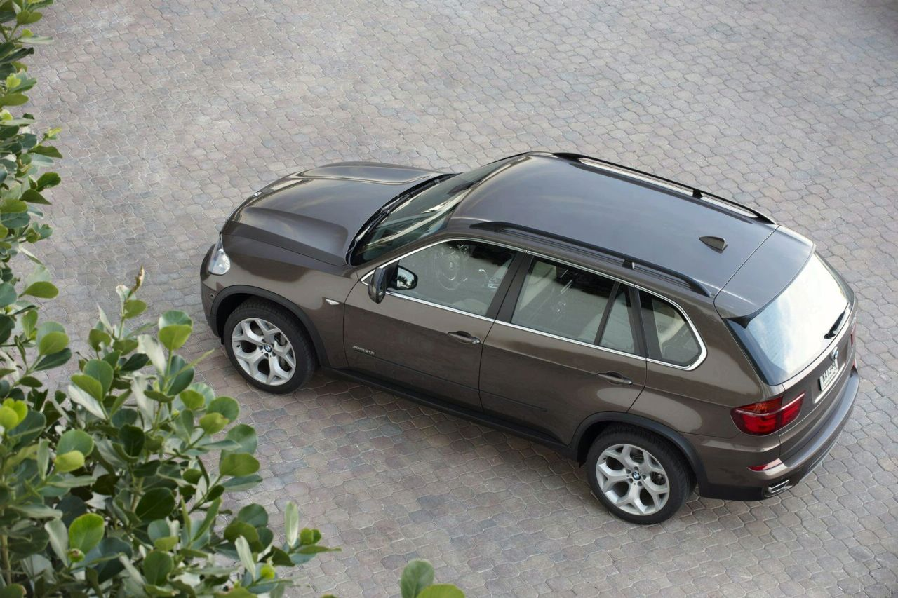 Promo Video with the 2011 BMW X5 Facelift