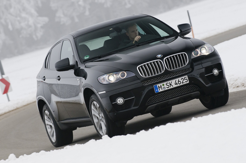 BMW introduces new features for X5 and X6 topping with new rear seat
