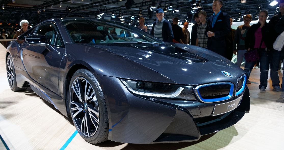CAR Magazine Review Gives BMW i8 Positive Reviews and High 5-Star Rating