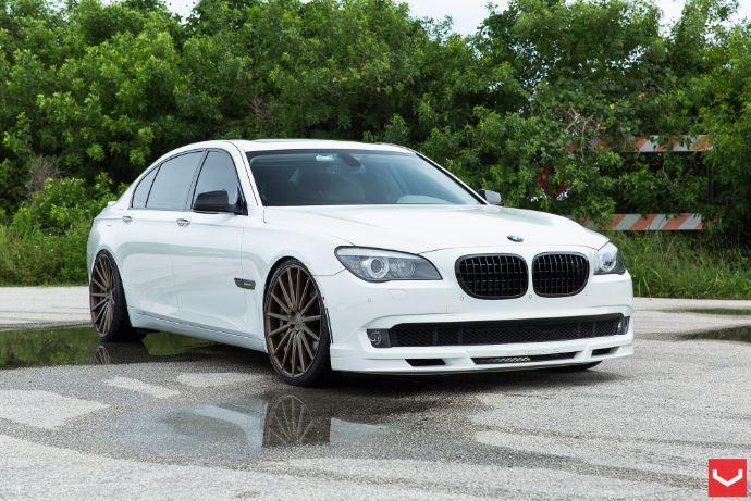 BMW 7-Series Alpine White On Vossen Wheels